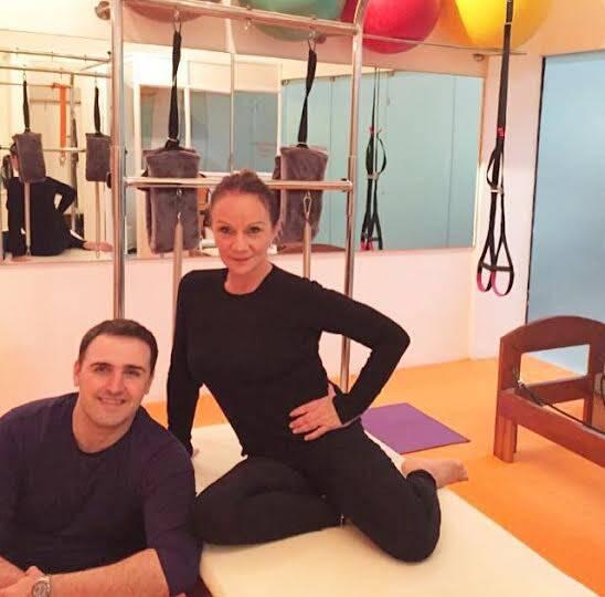 A bailarina chilena Sandra Cabrera e o carioca Rodrigo Pinheiro: ambos do Estúdio Levitar Pilates, em Ipanema / Foto de celular