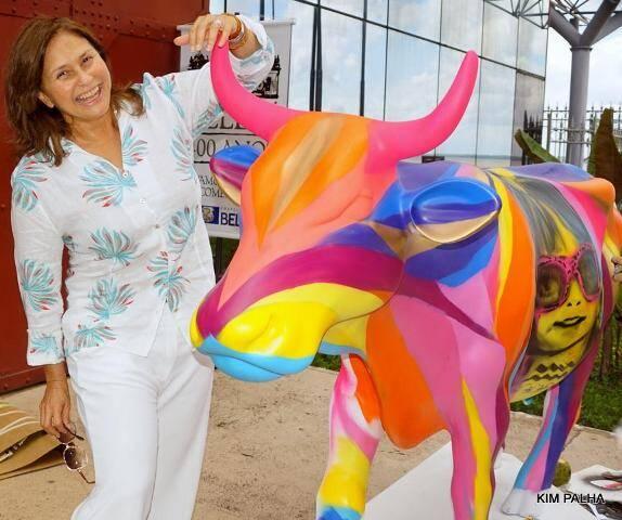 Fafá de Belém e a vaquinha assinada pelo artista plástico Sebastião Tapajós Filho / Foto: Kim Palha