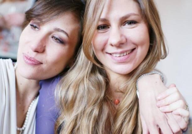 Paola e Anna Teresa de Orleans e Bragança: Anna é mais velha dois anos que a irmã / Foto: reprodução da internet