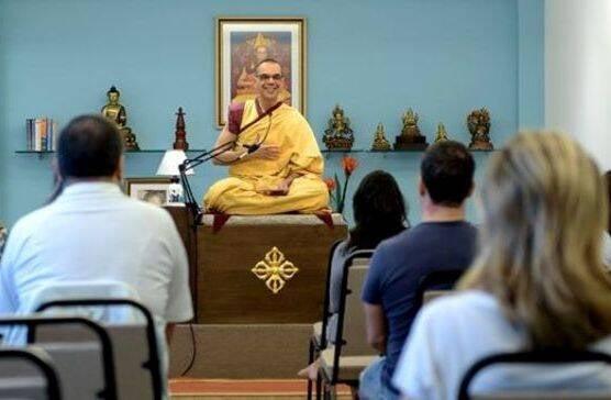 O monge Kelsang Drime na nova casa do Centro de Meditação Kadampa, em Botafogo / Foto: divulgação