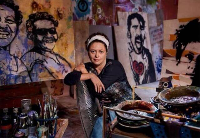 """Ana Durães, filmada pelo jornalista do """"The New York Times"""", no alto; acima, em foto clicada por Steve McCurry / Foto: reprodução"""