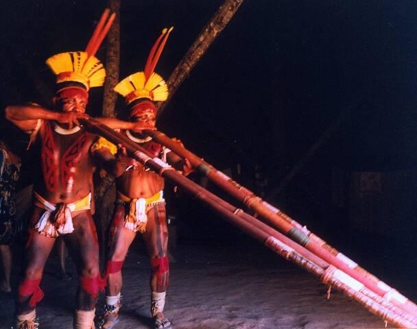 Índios no ritual do Quarup, nome do livro mais conhecido de Antonio Callado - a foto vai estar na exposição na estação Central do Metrô / Foto: Goretti Moreira