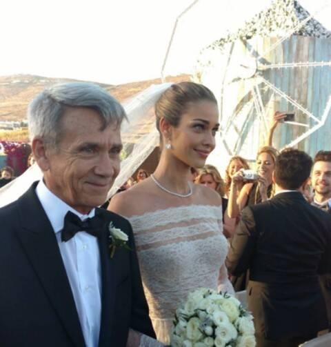 Os noivos, no alto: Ana Beatriz Barros e Karim El Chiaty; acima, a noiva com o pai, Reinato Barros Júnior / Fotos: reprodução da revista Quem
