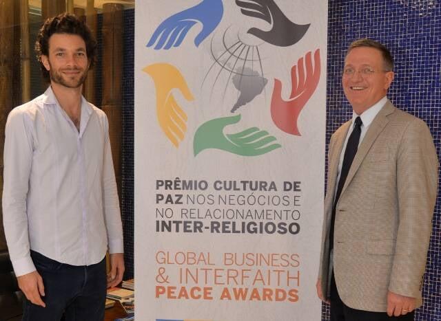 Jonathan Berezovsky, um dos dois brasileiros indicados para o prêmio, e Brian Grim, presidente da Religious Freedom and Business Foundation/ Foto: divulgação