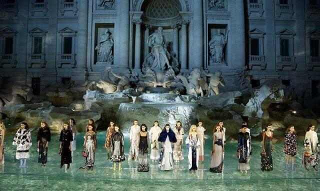 Desfile dos 90 anos da Fendi, nessa quinta-feira (07/07), em Roma: o povo da moda não fala de outra coisa / Foto: reprodução da internet