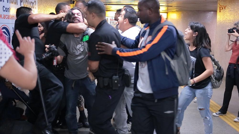 Seguranças do metrô se envolvem em agressões na estação Uruguaiana / Foto: reprodução da internet