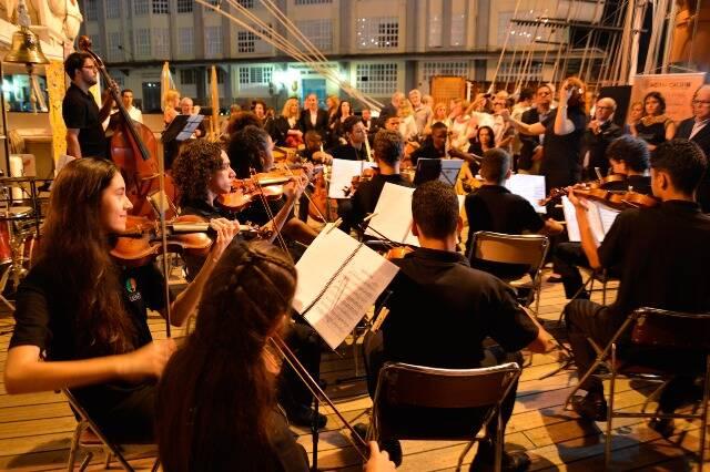 Os músicos da Camerata de Cordas Uerê, da Comunidade da Maré, tocaram clássicos nacionais e internacionais / Foto: divulgação