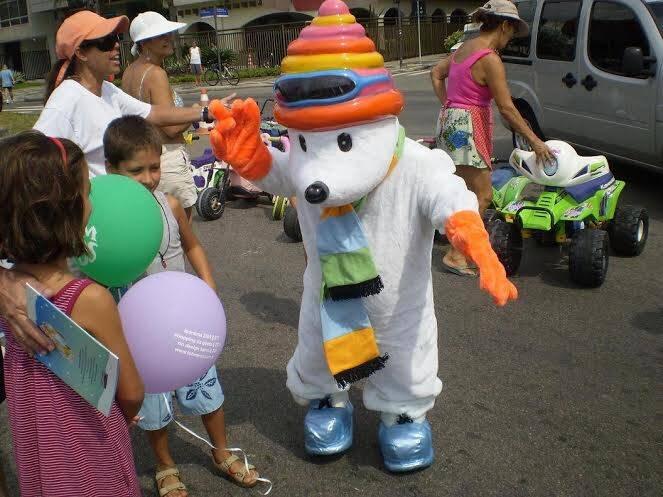 Flock: bonequinho que participa de eventos carentes, criado pela Zizi Magalhães, estará em São Conrado na segunda-feira / Foto: divulgação