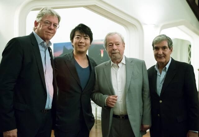 O cônsul da Alemanha Harald Klein, Lang lang, Nelson Freire e Sergio Costa e Silva / Foto: divulgação