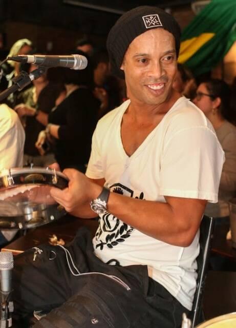 Ronaldinho Gaúcho: jogador tocou com o grupo Revelação nessa quarta-feira à noite, na Lapa / Foto Brunno Dantas