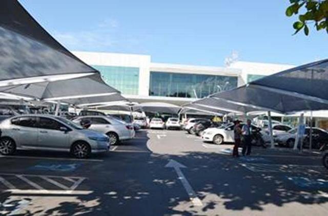 O novo estacionamento do Santos Dumont, com vagas cobertas: fiscalização é deficiente / Foto: reprodução da internet
