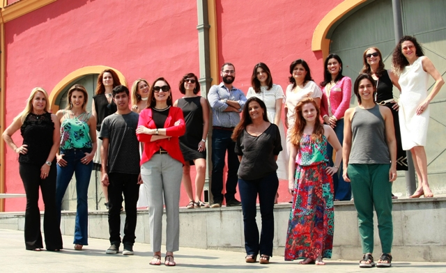 Anna Clara Tenembaum (de casaco vermelho e óculos) e os designers do Joia Brasil: 17ª edição do evento é a segunda dentro da IDA, Feira de Design do Rio / Foto: divulgação