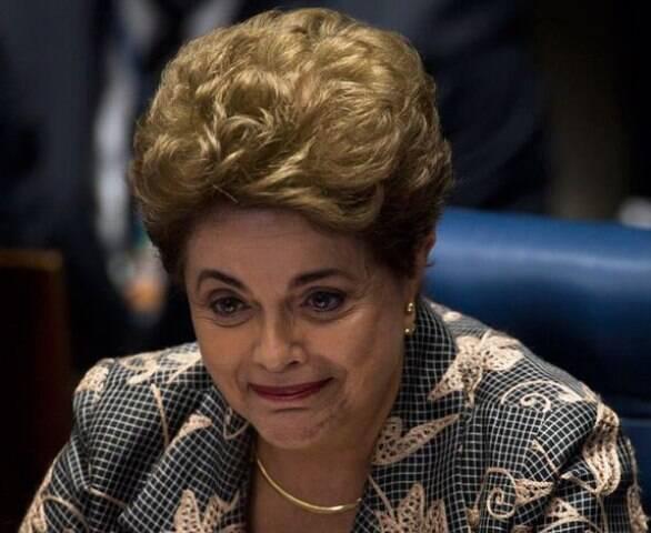 Entrega de tevê no apartamento da mãe da ex-presidente Dilma Rousseff virou evento, nessa quarta-feira  / Foto: O Dia