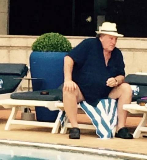Gérard Depardieu em seu local preferido no Rio: a piscina do hotel Sofitel, em Copacabana / Foto: divulgação