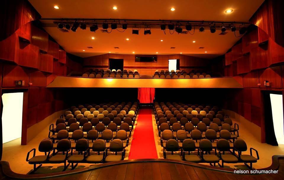 Teatro Iracema de Alencar, dentro do Retiro dos Artistas, lugar bom para palestras, congressos, premiações.....e, ainda, a solidariedade / Foto: divulgação