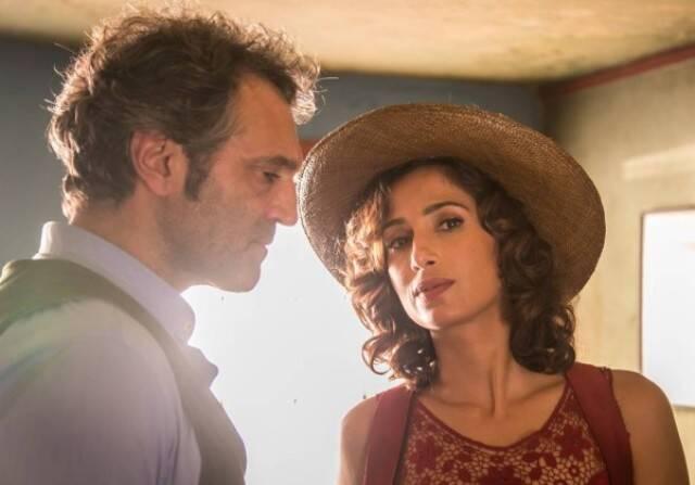 """Domingos Montagner e Camila numa cena da novela """"Velho Chico"""" / Foto: Paulo Belote"""