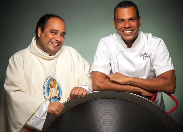 O padre Omar Raposo e o chef Jan Santos: unidos para ajudar 320 crianças / Foto: Marcelo Faustini