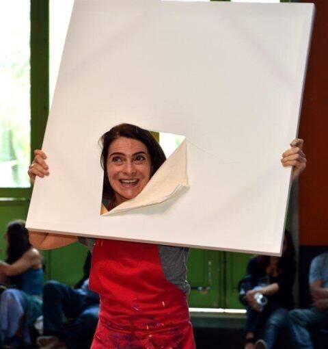 A performance de Monica Barki em três momentos: exposição na Fundição Progresso vai até o próximo domingo (18/09) / Fotos: Cristina Granato