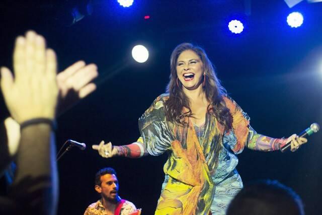 Fafá de Belém, aplaudidíssima no final de seu show no Teatro Rival, essa quinta-feira / Foto: Daniel Marques