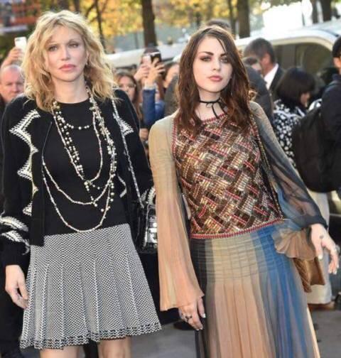 Courtney Love e sua filha Frances Cobain / Reprodução: revista francesa Voici