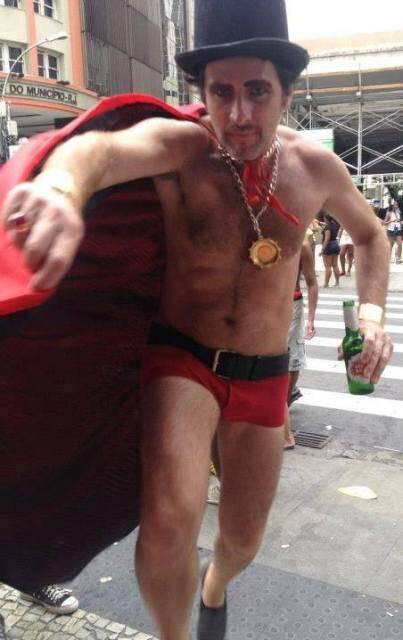 Marcus Vagner com a fantasia de Exu, que usa para desfilar no sábado de carnaval: foto teve interpretações variadas / Foto: reprodução