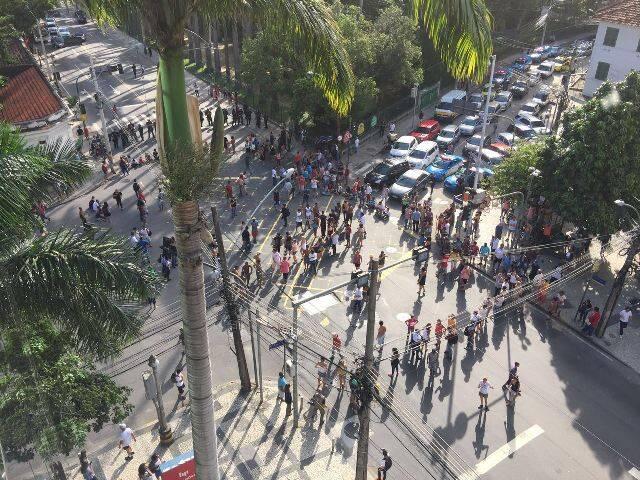 Amigo do site flagrou com sua câmera esse registro do clima tenso no Jardim Botânico, com protestos dos moradores / Foto: divulgação