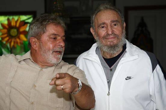 Lula e Fidel Castro: imagem postada pelo ex-Presidente em sua página no Facebook / Foto: Ricardo Stuckert