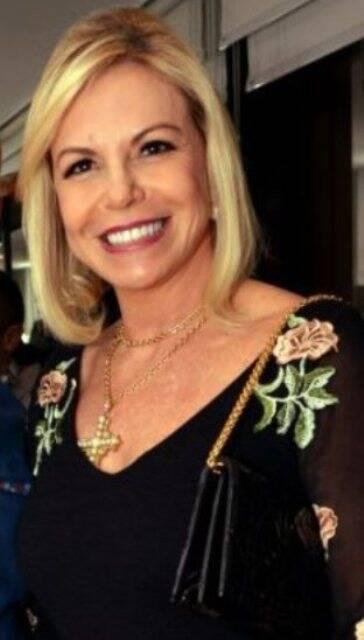 A promotora de eventos Nina Kauffmann deu graças a Deus de estar, nesta segunda, de tênis - ela fugiu, correndo, de um assalto em Ipanema / Foto: reprodução