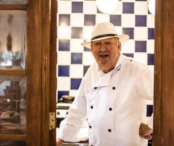 Jos na cozinha da Maison VG, em Vargem Grande: