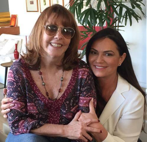 No alto, Luiza Brunet com Maria da Penha; acima, com a diretora Sandra Werneck / Fotos: