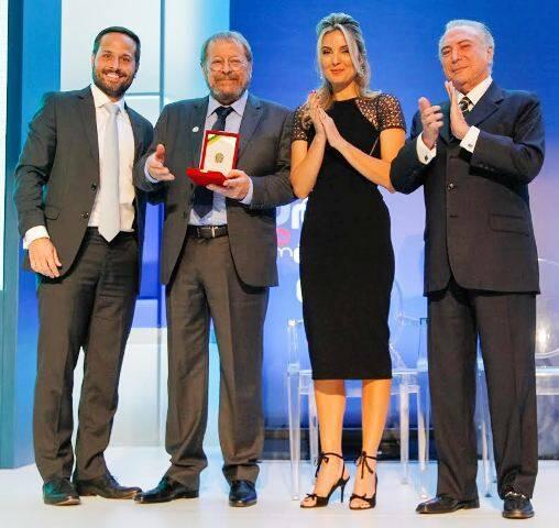 Marcelo Calero, Carlos Vereza, Marcela e o presidente Michel Temer: entrega da Ordem do Mérito Cultural / Foto: Roberto Barata