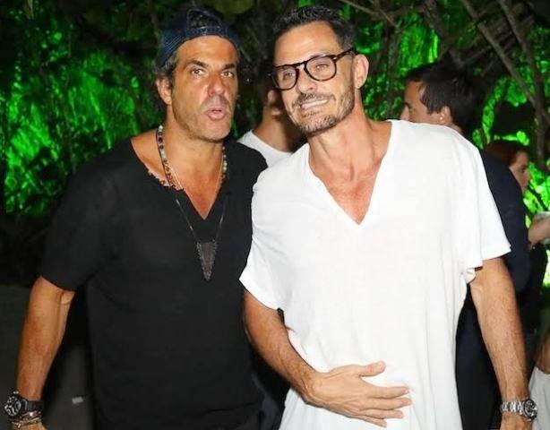 Alvaro e Mario Bernardo Garnero: irmãos curtem Trancoso devidamente comprometidos / Foto: Ali Karakas