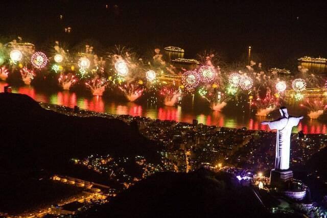 Detalhe da queima de fogos em Copacabana / Foto: Reprodução