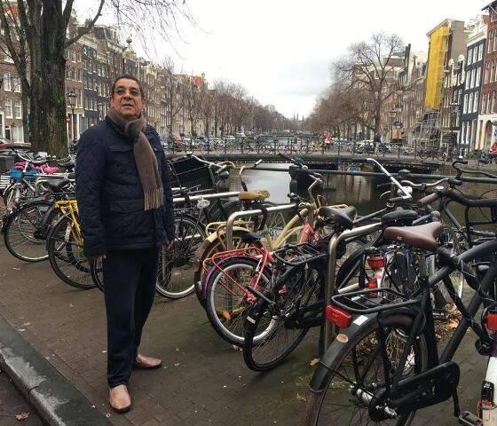Zeca Pagodinho aproveitou esta quinta-feira (01/12) de folga para passear por Amsterdam / Foto: Adriana Pena
