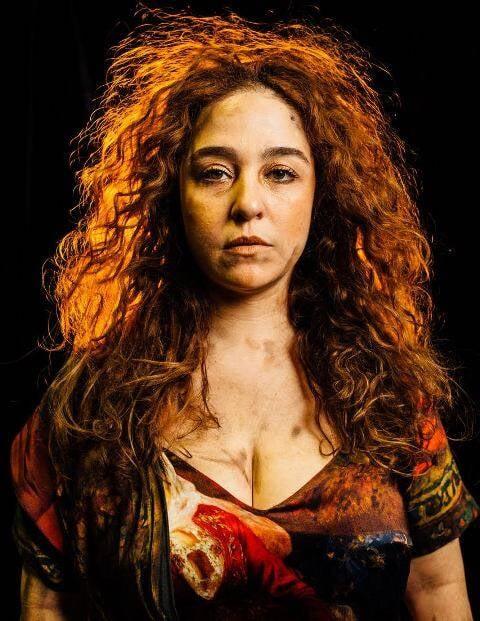 Debora Lamm caracterizada por Josef Chasilew como Medéia, com figurino de Sol Azulay / Foto: Elisa Mendes