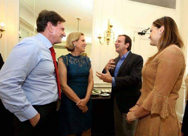 Marcello -Jane Crivella e Eduardo e Cristine Paes: os casais do atual e do ex-prefeito com suas mulheres no Palácio da Cidade / Foto: divulgação