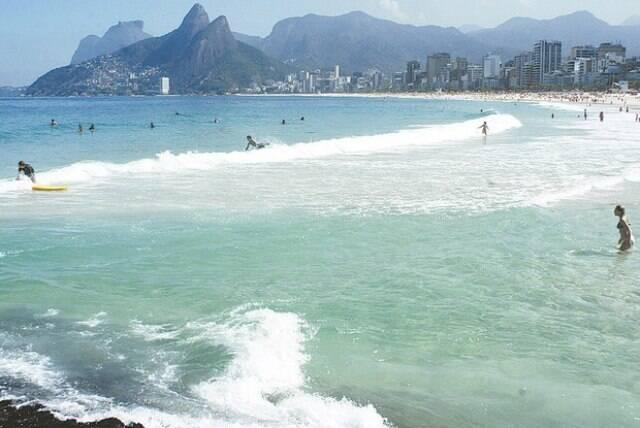 Mergulho no mar: sonho de consumo de cada carioca neste verão / Foto: IG