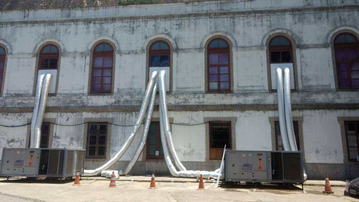 CPRM (Companhia de Pesquisa de Recursos Minerais): instalação de geradores nas fachadas dá multa / Foto: amiga da coluna