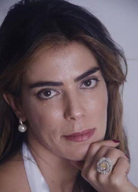 """A bonita Heloísa Faissol: acima, à esquerda, a capa do seu livro """"O lixo do luxo"""", lançado em 2012 / Fotos: acervo do site Lu Lacerda"""