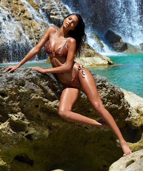 Laís Ribeiro, numa das fotos em que aparece na revista, tirada na ilha de Sumba, em Bali, Indonésia / Foto: James Macari