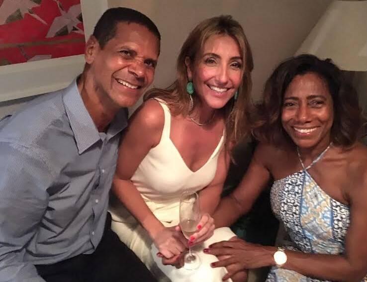 Roberta Pederneiras entre Pereira e Glória Maria: jantar no Leblon para 80 convidados / Foto amadora