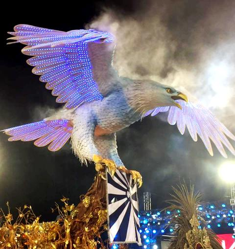 A águia abre-alas da Portela, escola campeã de 2017 no grupo especial do Rio / Foto: divulgação