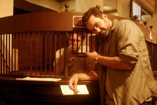 """Nesta foto, André Warwar, diretor do filme """"O Crime da Gávea"""" em uma cena no Jockey Clube / Foto: Divulgação"""