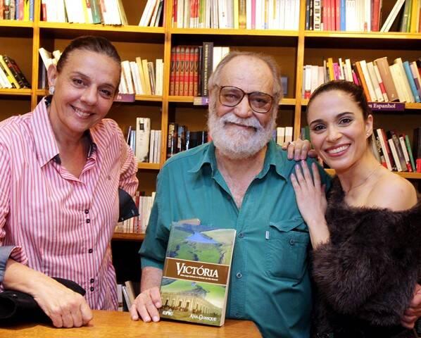A atriz Rosi Campos, o autor de novelas Walther Negrão e a bailarina e autora do livro Ana Guasque / Foto: divulgação