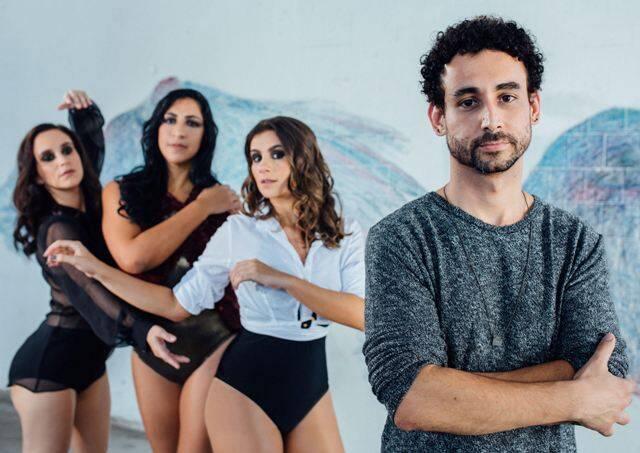 As atrixzes Carolina Pismel, Elisabeth Monteiro e Patrícia Elizardo com o diretor Paulo Verlings / Foto: