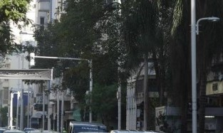 Voluntários da Pátria: alguns travestis estão roubando celular nessa rua e em outras de Botafogo / Foto: reprodução O Globo
