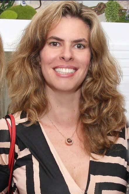 Glória Portella: a bela professora, que dá curso para falar em público, vem recebendo cada vez mais alunos em tempo de desemprego / Foto: divulgação