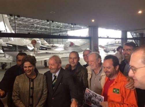 Luís Inácio Lula da Silva: o ex-presidente Lula na chegada para depor, ao lado de Dilma, que foi apoiá-lo / Foto: amigo da coluna