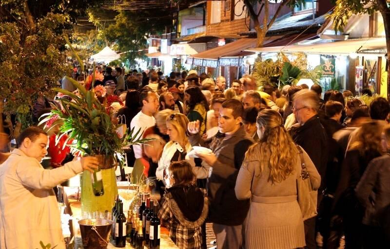 Rua de Búzios em edição passada do festival / Foto: Fábio Rossi