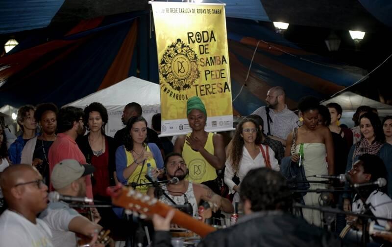 Praça Tiradentes: roda de samba 'Pede Teresa', nesta foto em apresentação em outra edição, se apresenta no aniversário de um ano do movimento desta sexta-sexta (19/05)